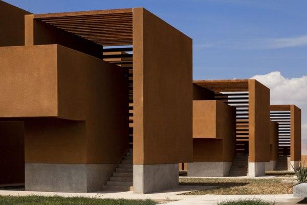 barna színű iskola