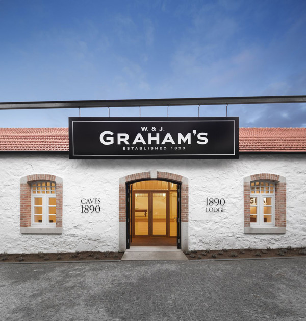 Graham's 1890 Lodge Rehabilitation by Luis Loureiro + P 06 – Nuno Gusmão 2 600x628 Grahams 1890 Lodge Port Cellar