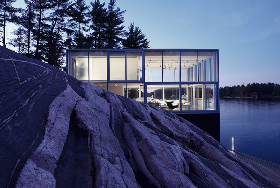 Photographer's Studio over a Boathouse 1 10 Glass Houses: Where the Beauty of the World Is Your Wallpaper