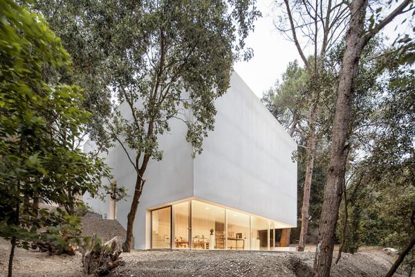 Barcelona Artists Studio by Garcés – De Seta – Bonet 1 600x400 Barcelona Artist Studio: a Concrete Cavern of Creativity
